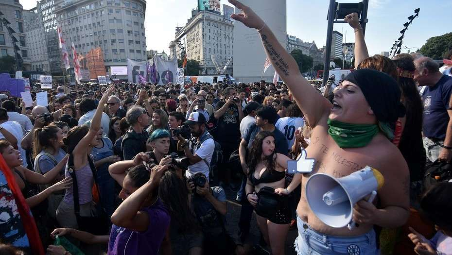 buenos-airs-topless-protest